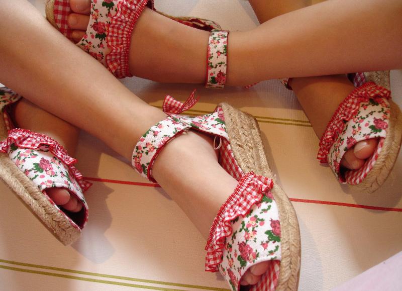 Zapatillas Flores rojas