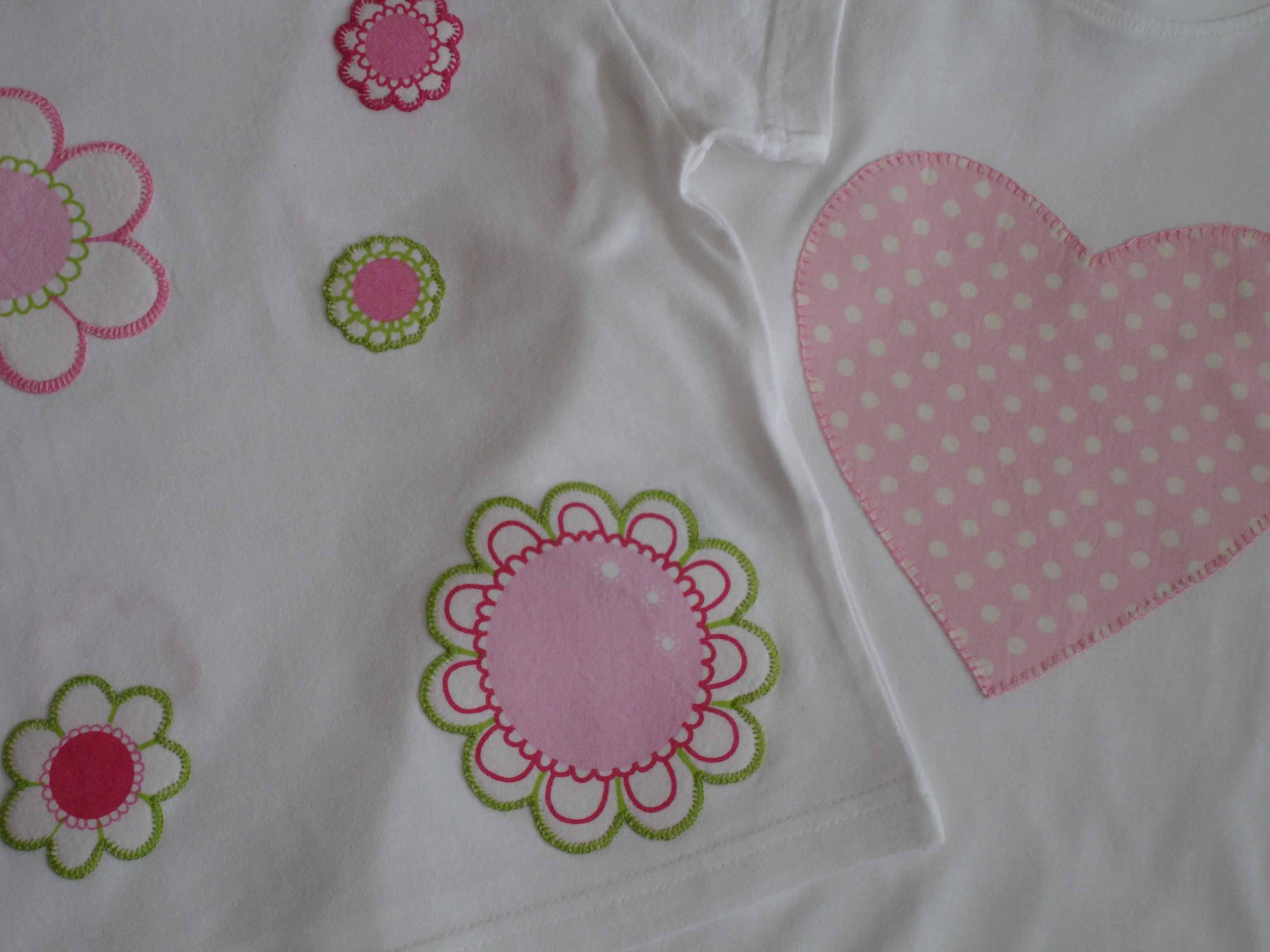 detalle camisetas flores y corazón copia