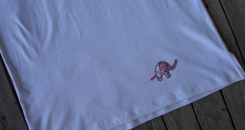 Camiseta elefantes. trasera