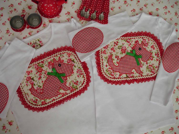 Camisetas Marta y Ana. Perritos rojos 1