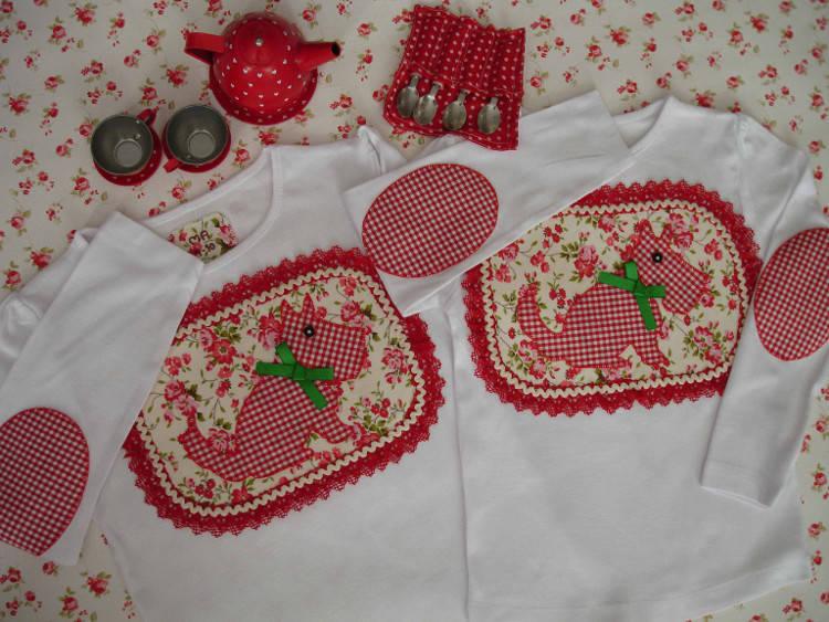 Camisetas Marta y Ana. Perritos rojos