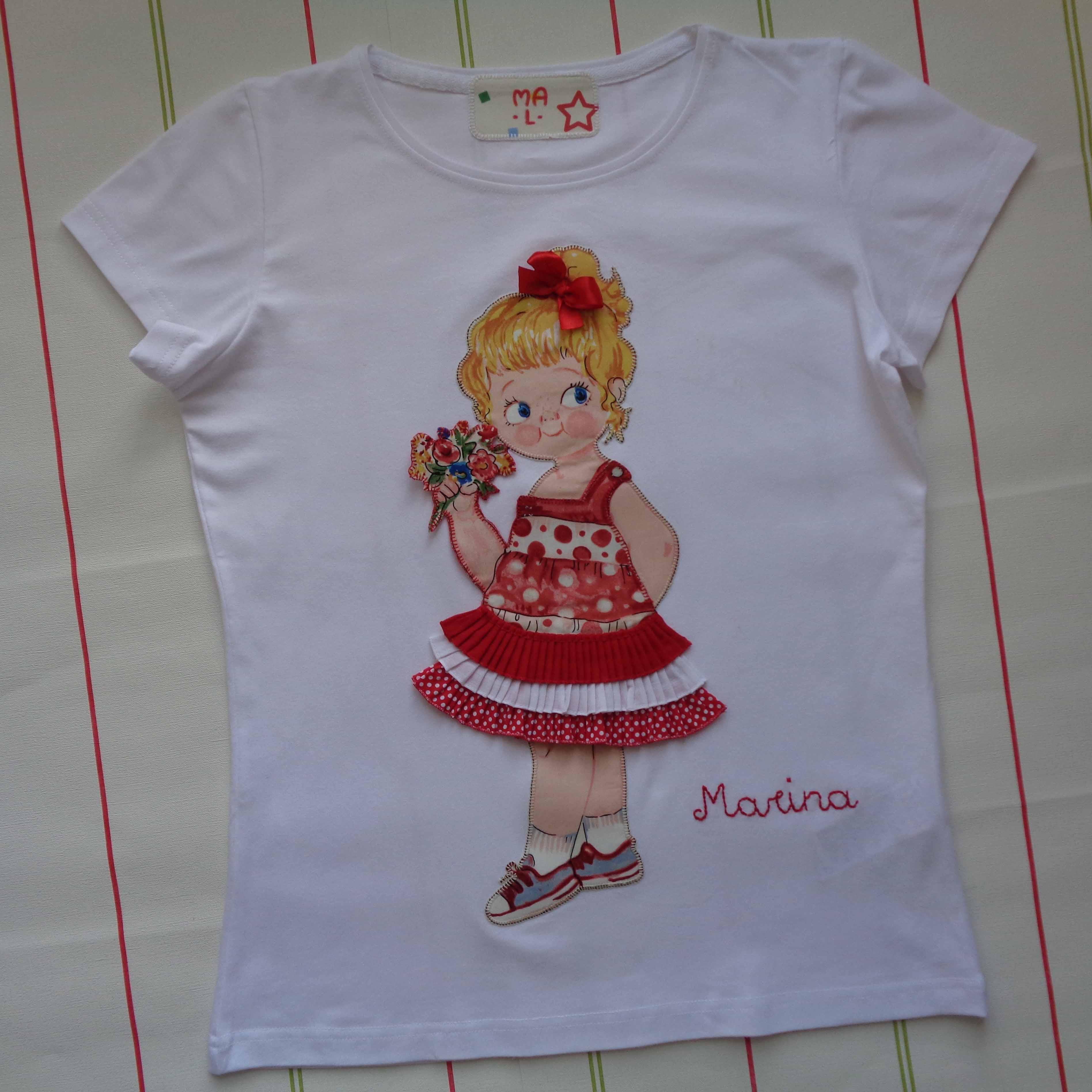 Camiseta muñeca con vestido de volantes. Marina 3