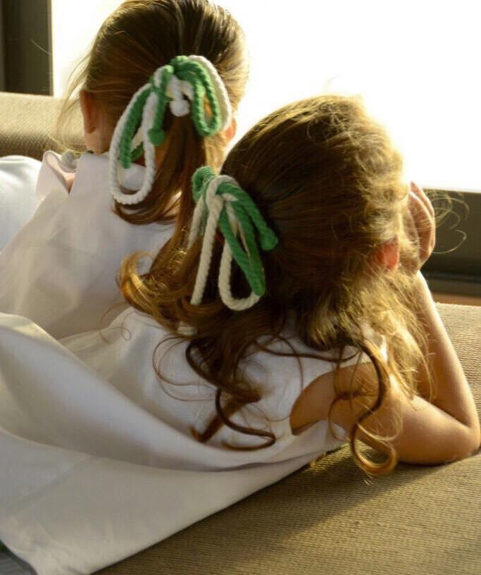 Foto de Jana y Julia con lacitos